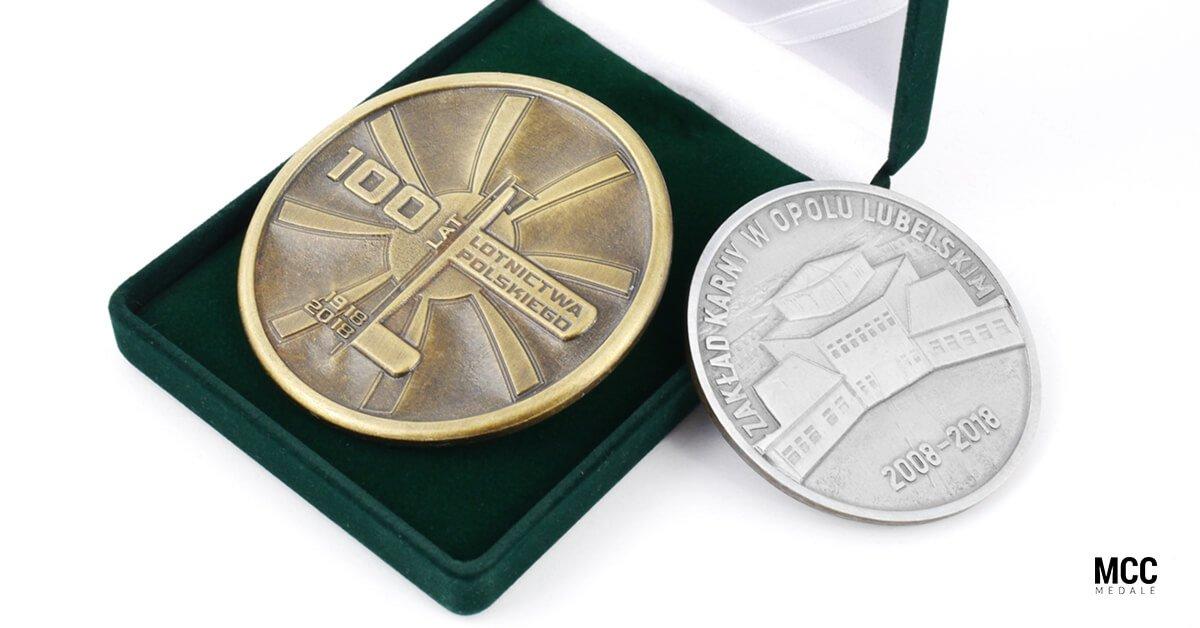 Odlewane medale okolicznościowe 100 Lat Lotnictwa Polskiego i medal dla Zakładu Karnego w Opolu Lubelskim