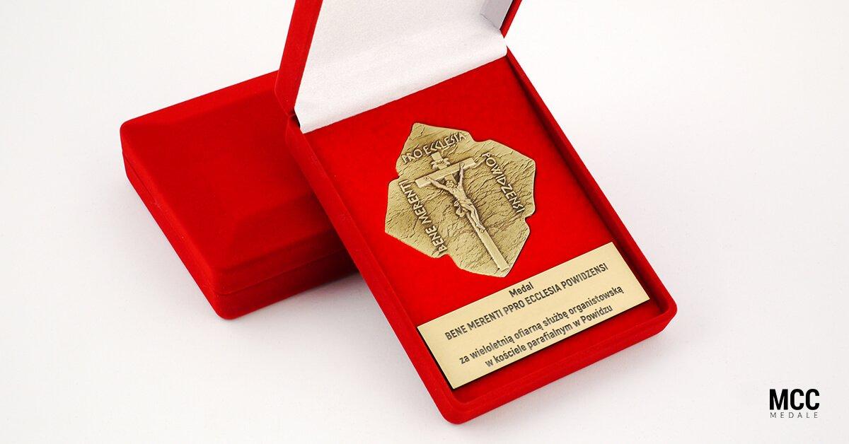 Medal dziękczynny wykonany dla parafii św. Mikołaja w Powidzu.