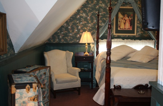 McFarlin House Bed and Breakfast, Quincy FL - Sunny's Charm