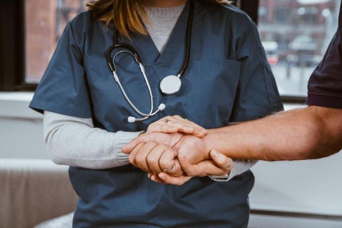 nurse-helping-patient_925x