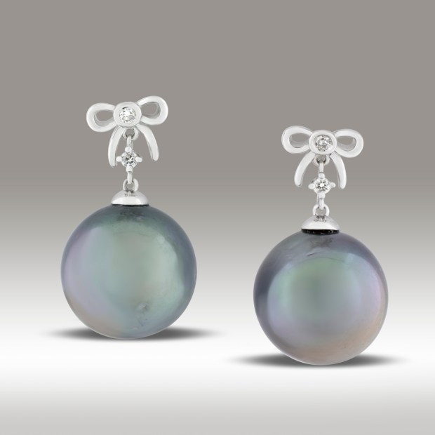 White gold cultured pearl earrings with bows