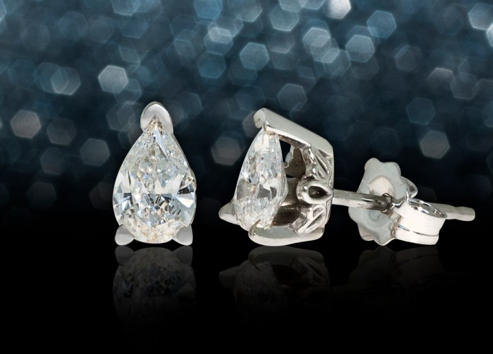 white gold stud earrings with pear-shaped diamonds