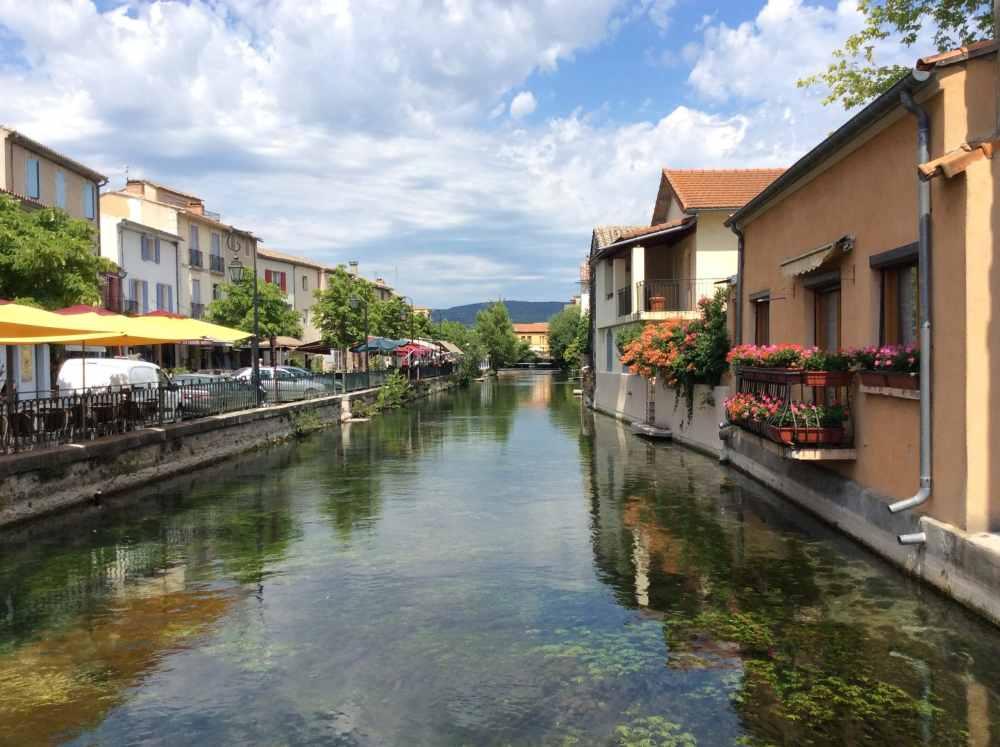 Les canaux de Isle-sur-la-Sorgue en Provence, France