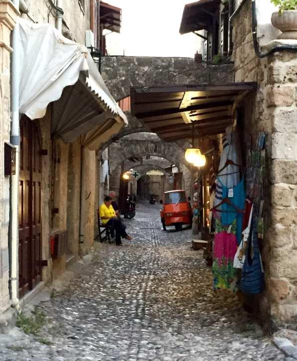 Petites ruelles dans la vielle ville de Rhodes, Grèce