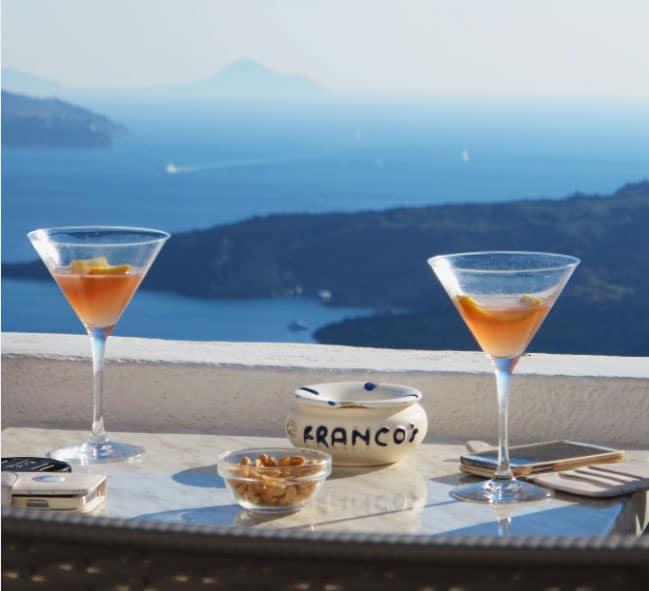 Bar à Santorini, vue sur la mer