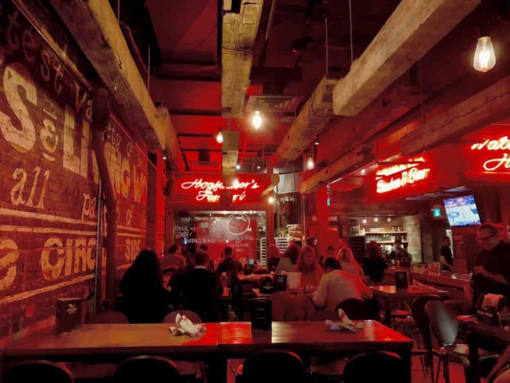 Le restaurant Hogtown smoke offre les meilleurs assiettes BBQ à Toronto!