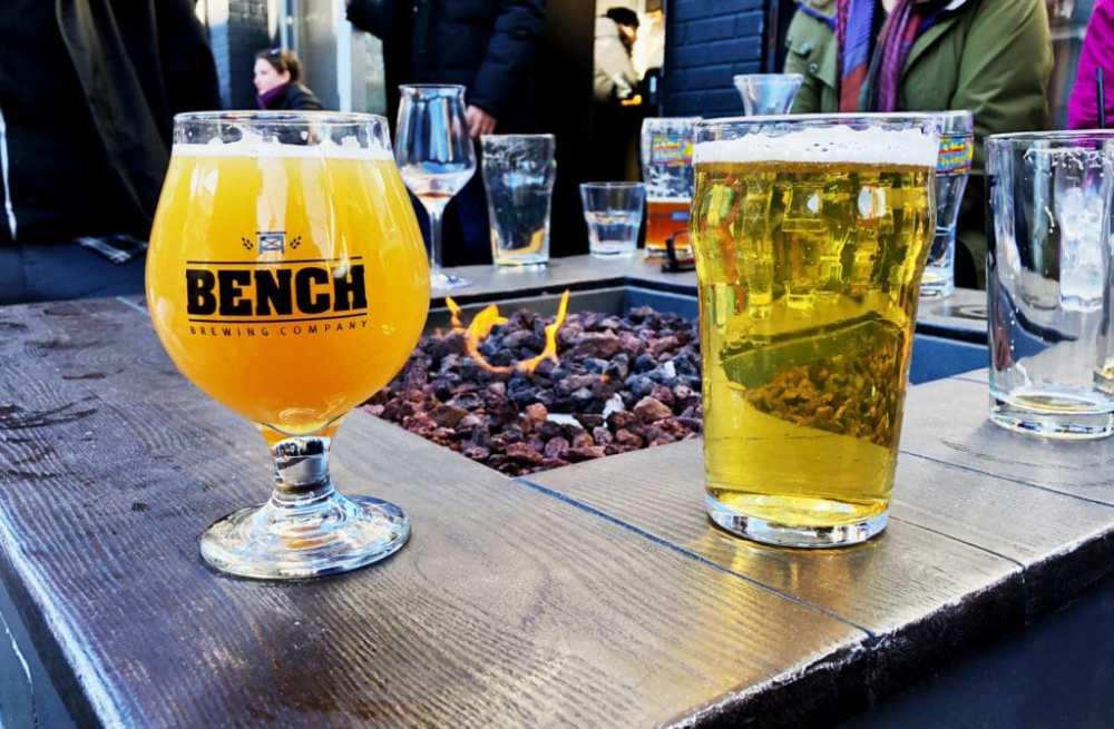 2 bières sur la terrasse du Trinity Common dans Kensington Market Toronto