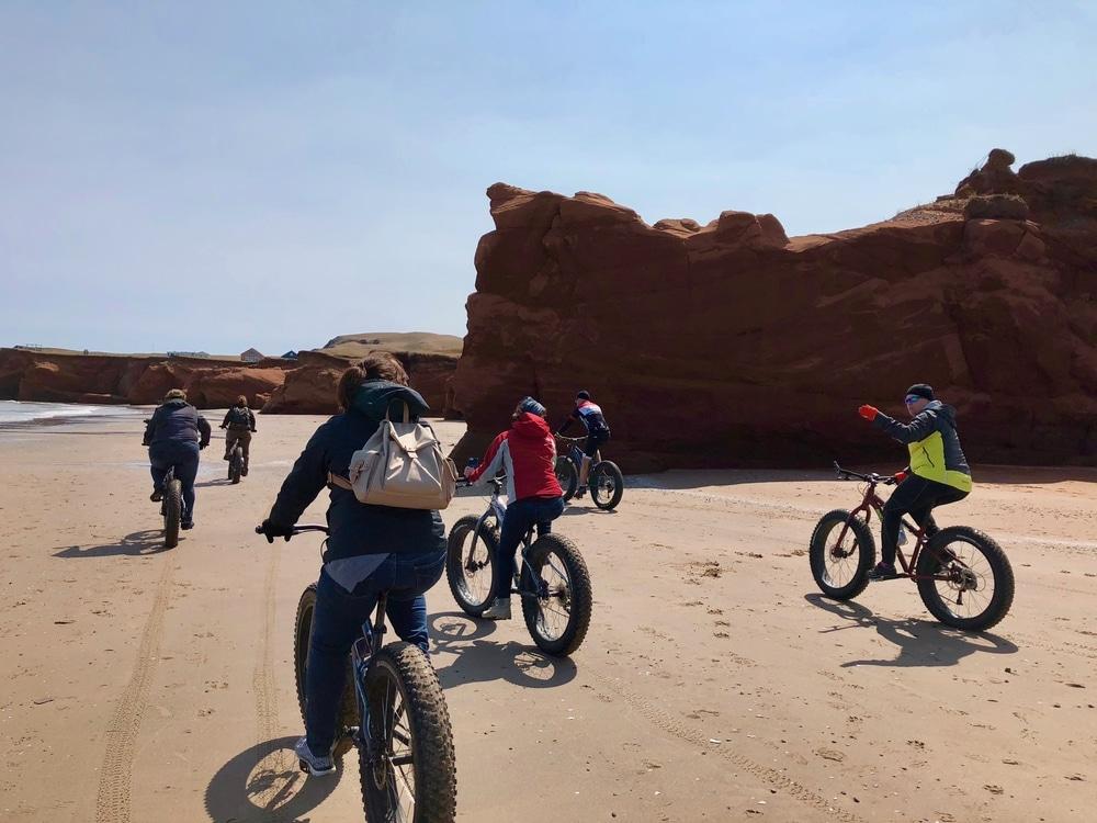 Fat bike sur la Dune du Sud avec l'équipe de Le Pédalier, Îles de la Madeleine