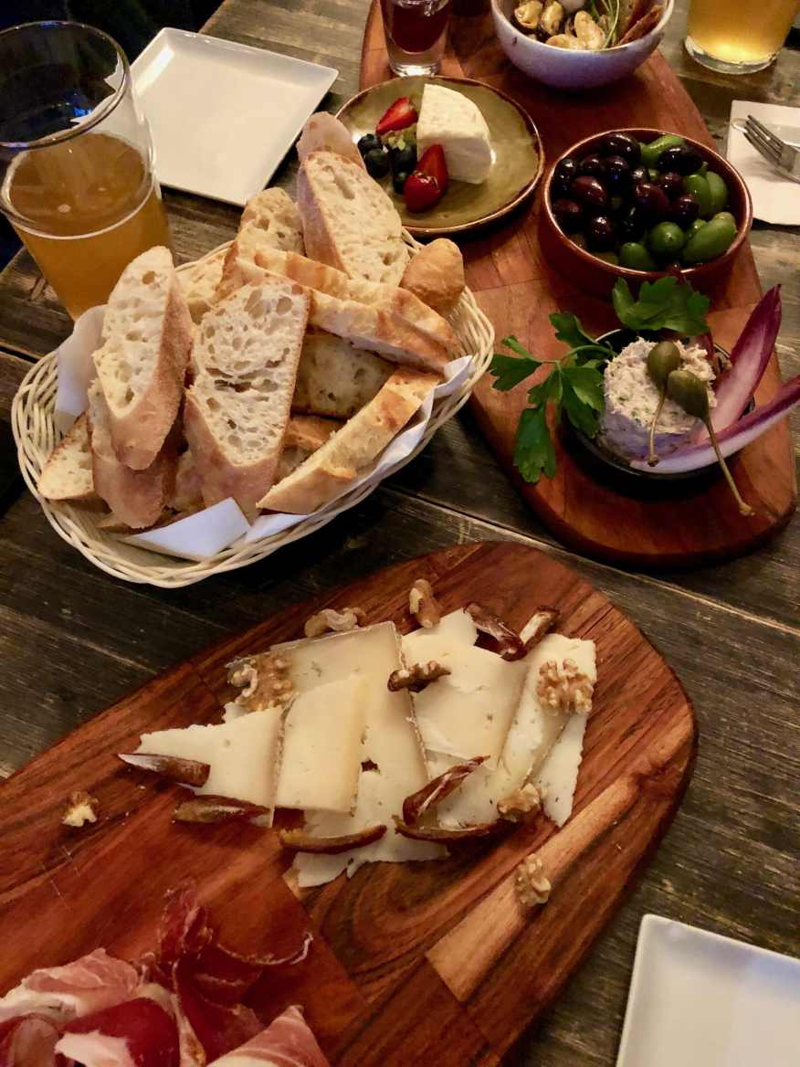 Edgar Café Bar assiette de dégustation charcuteries et fromages