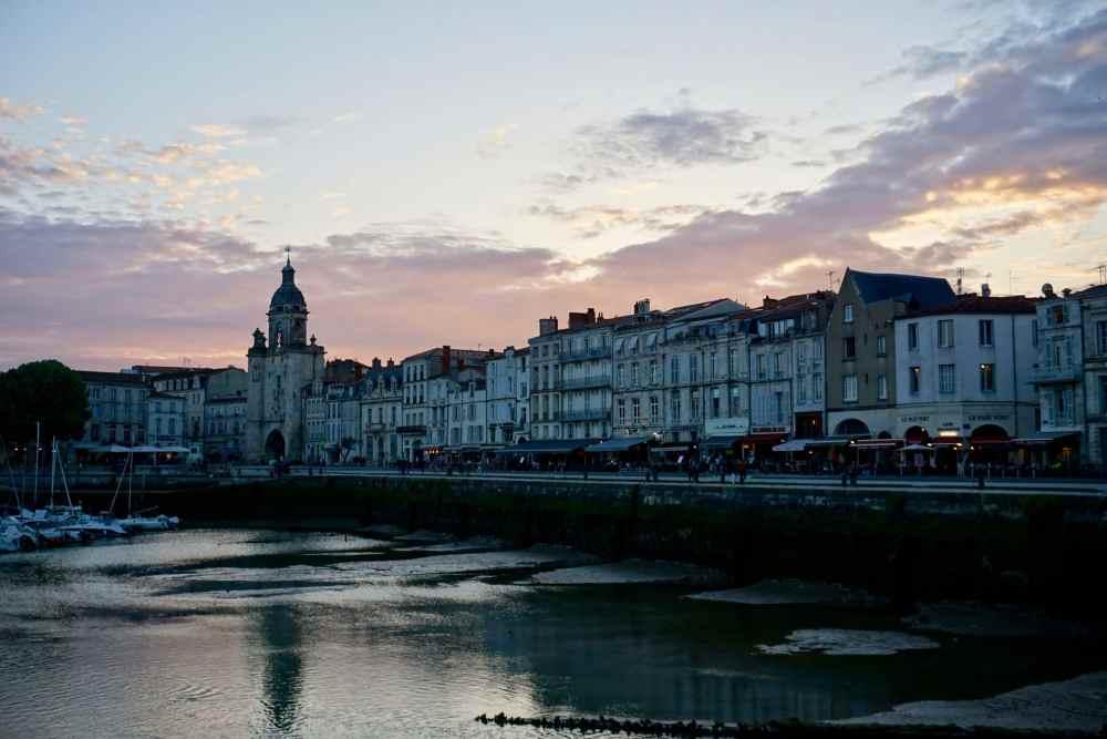 La Rochelle au coucher soleil à marée basse