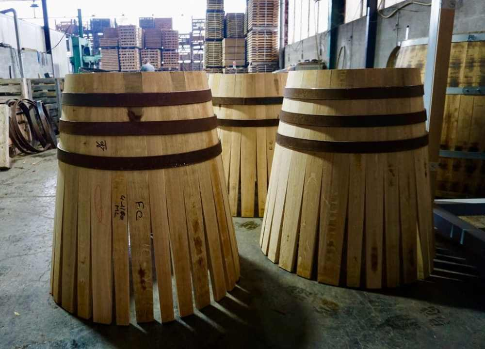 Visite de la Tonnellerie Sansaud à Cognac pour en apprendre plus sur le procédé des fabrications des tonneaux de chêne, Nouvelle-Aquitaine France