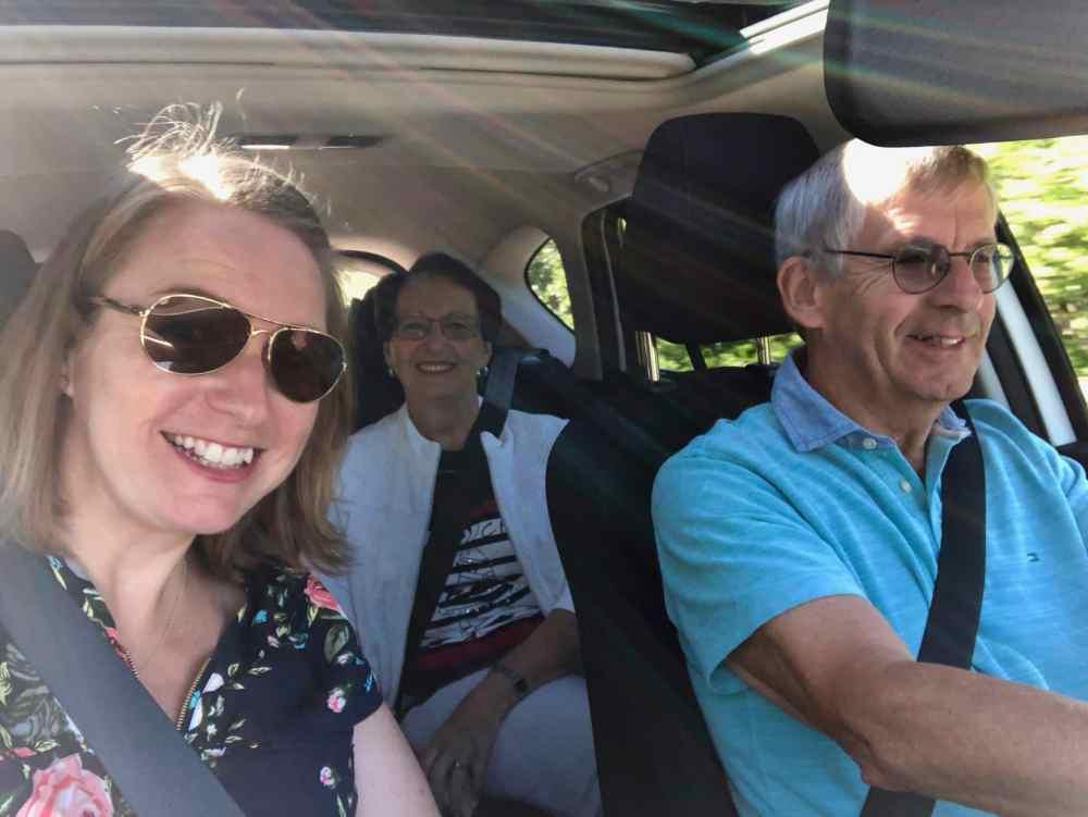 Mes parents prêts pour le roadtrip dans le Bas-St-Laurent