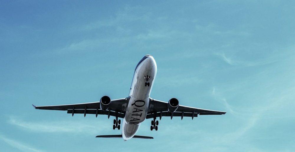 Avion de Qatar Airways qui décolle crédit Pexels