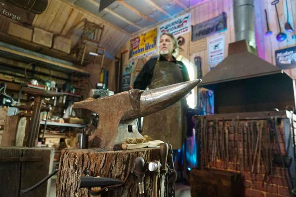 Sylvain le forgeron de la Vieille Forge sur le Chemin des Artisans en Appalaches