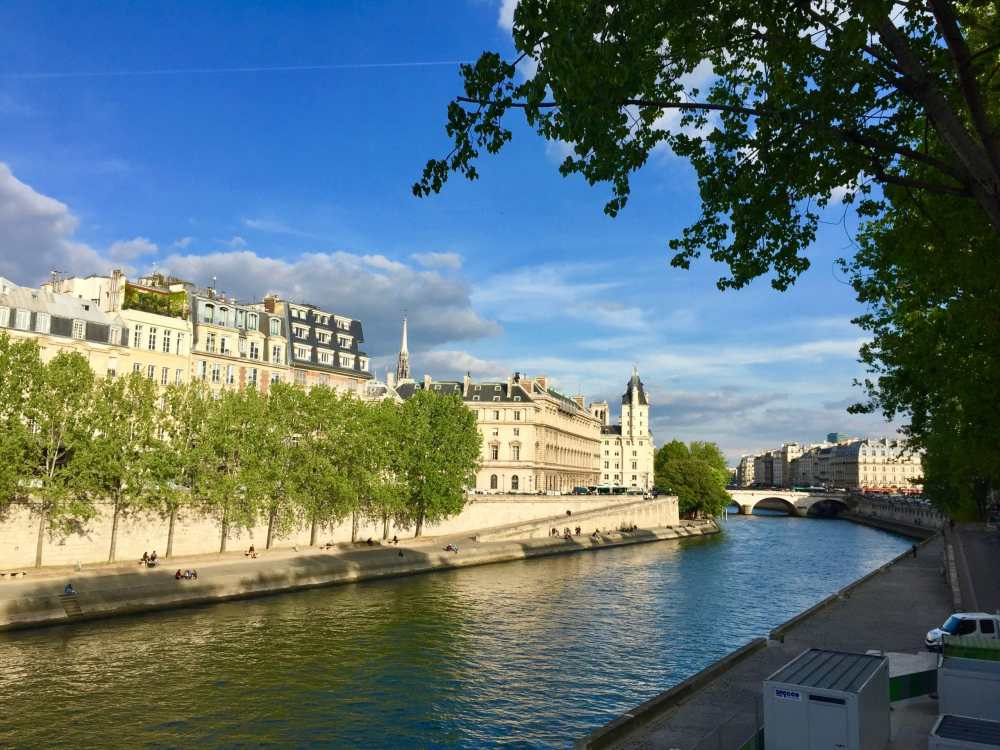 Balade sur le bord de la Seine, Paris, France