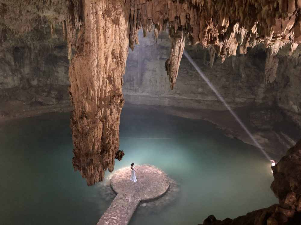 Cenote Suytun sans touriste près de Valladolid au Mexique