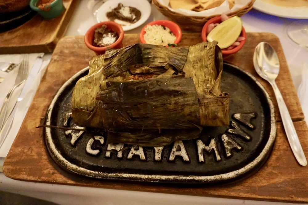 Manger à Mérida: Pollo Pibil, poulet rôti dans une feuille de bananier, spécialité Yucatecan du restaurant Chaya Maya