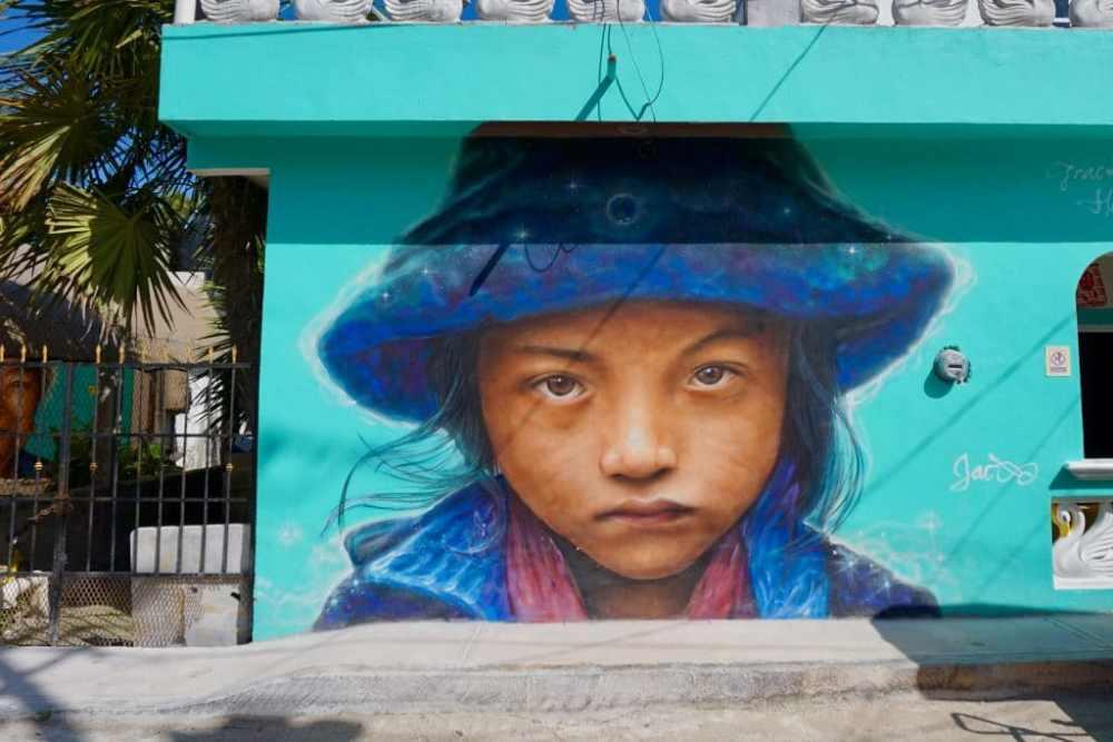Street art populaire dans les rues de l'île de Holbox au Mexique