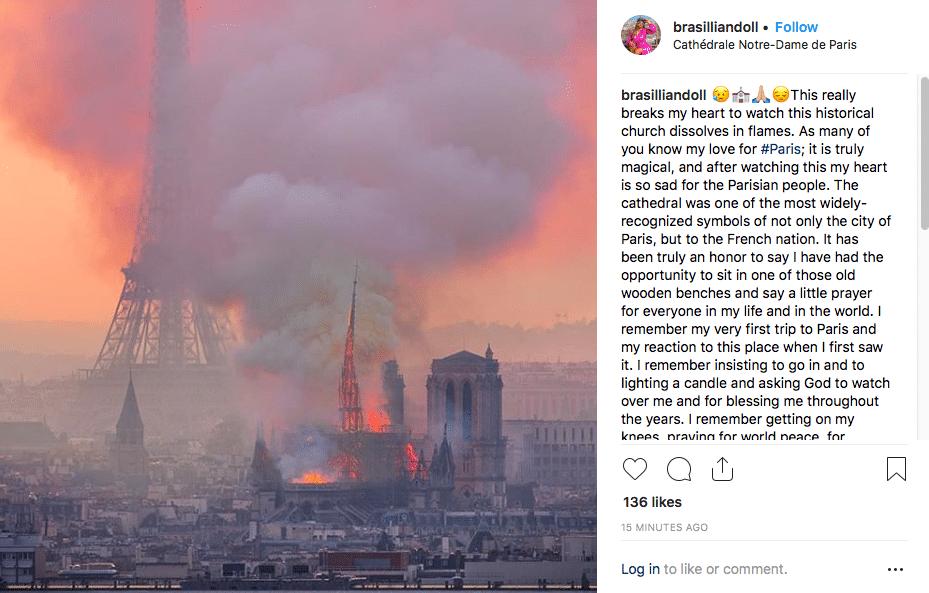 Une vue époustouflante de Notre-Dame en flamme avec la tour Eiffel en arrière-plan, Paris, France