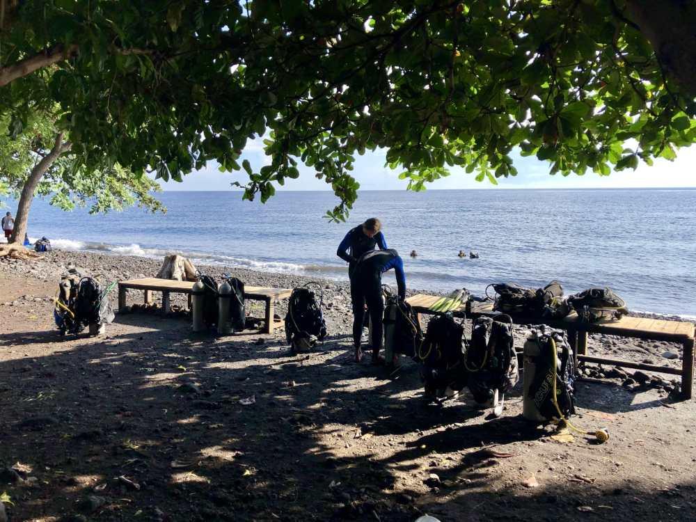 Équipement de plongée pour le USS Shipwreck à Amed Bali Indonésie