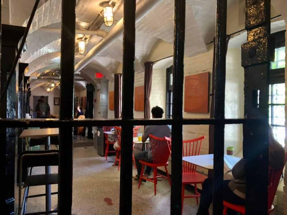 Cafétéria anciennement la chapelle de la prison du HI Jail Ottawa