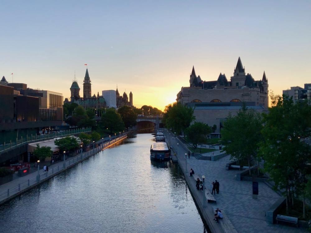 Coucher de soleil sur le canal Rideau à Ottawa