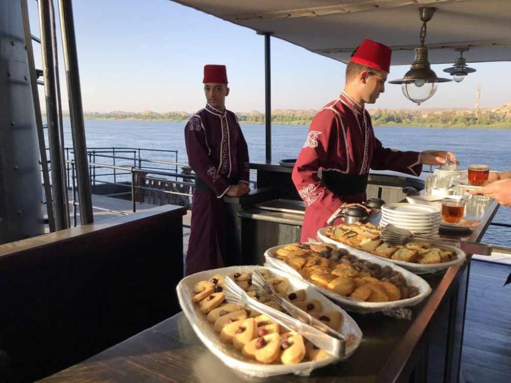 Heure du thé à bord du Steamship Sudan sur le Nil
