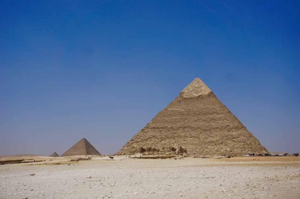 2 des grandes pyramides d'Égypte au Caire