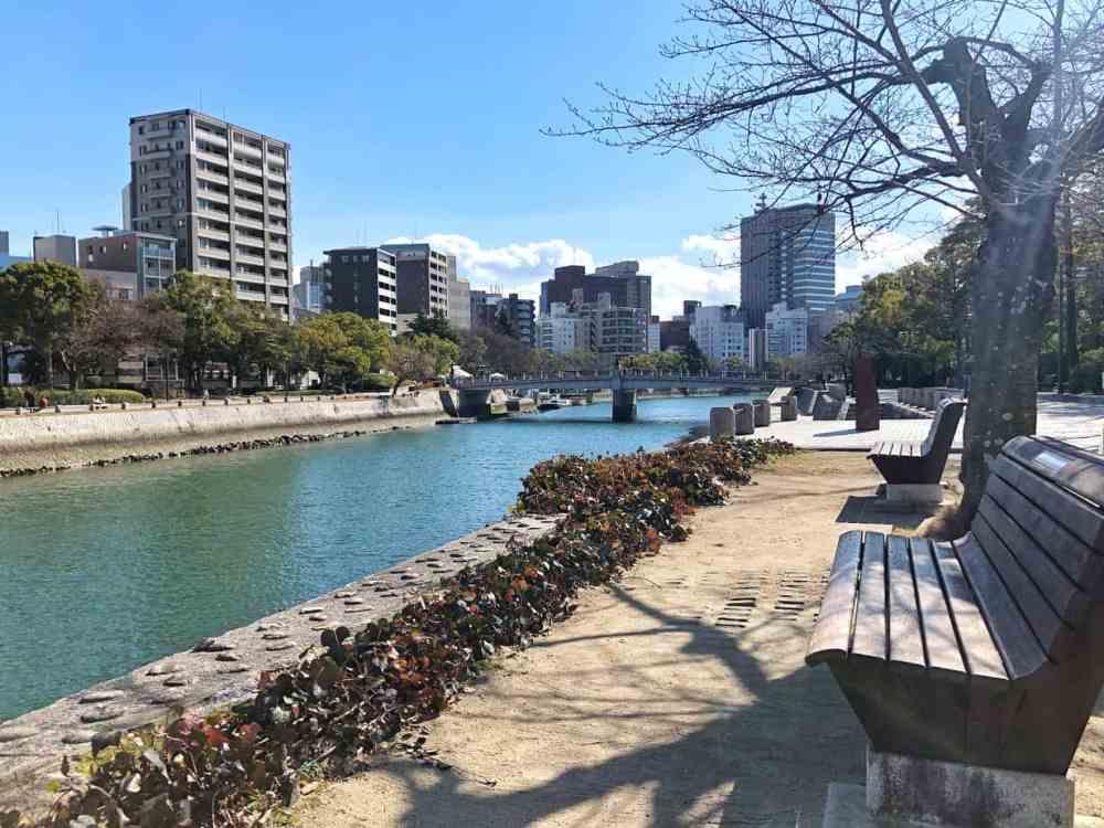 La ville d'Hiroshima au Japon et son cours d'eau