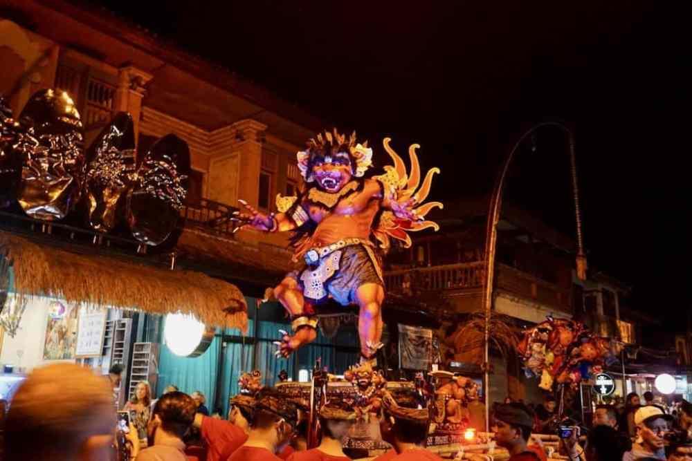 Ogoh Ogoh lors de la parade la veille du Nyepi à Bali