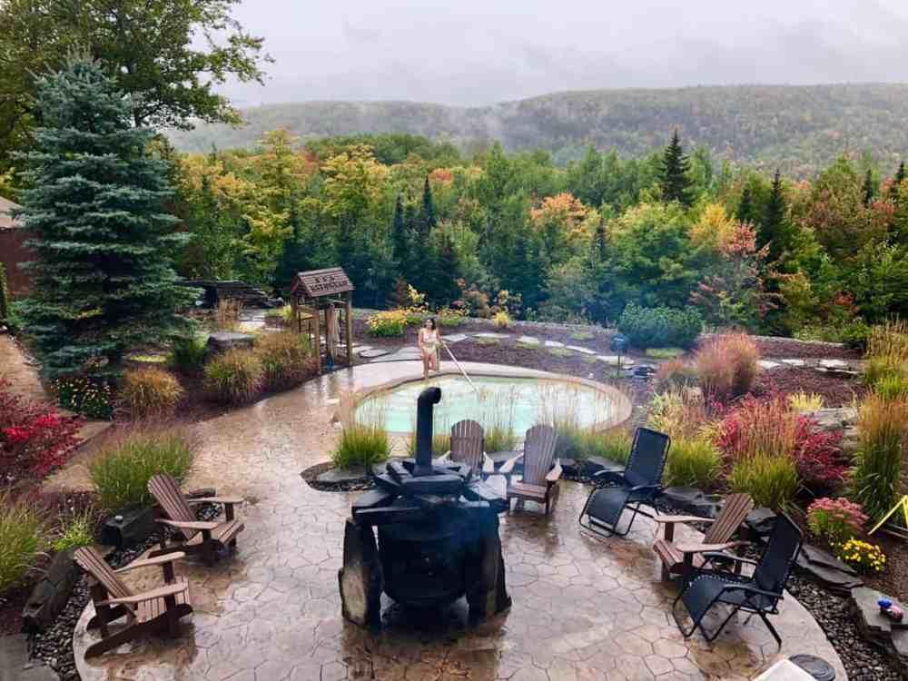 Relaxer au spa en automne