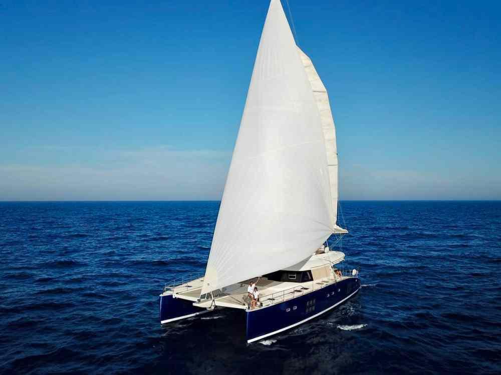 Catamaran mer Méditerranée Adraloha