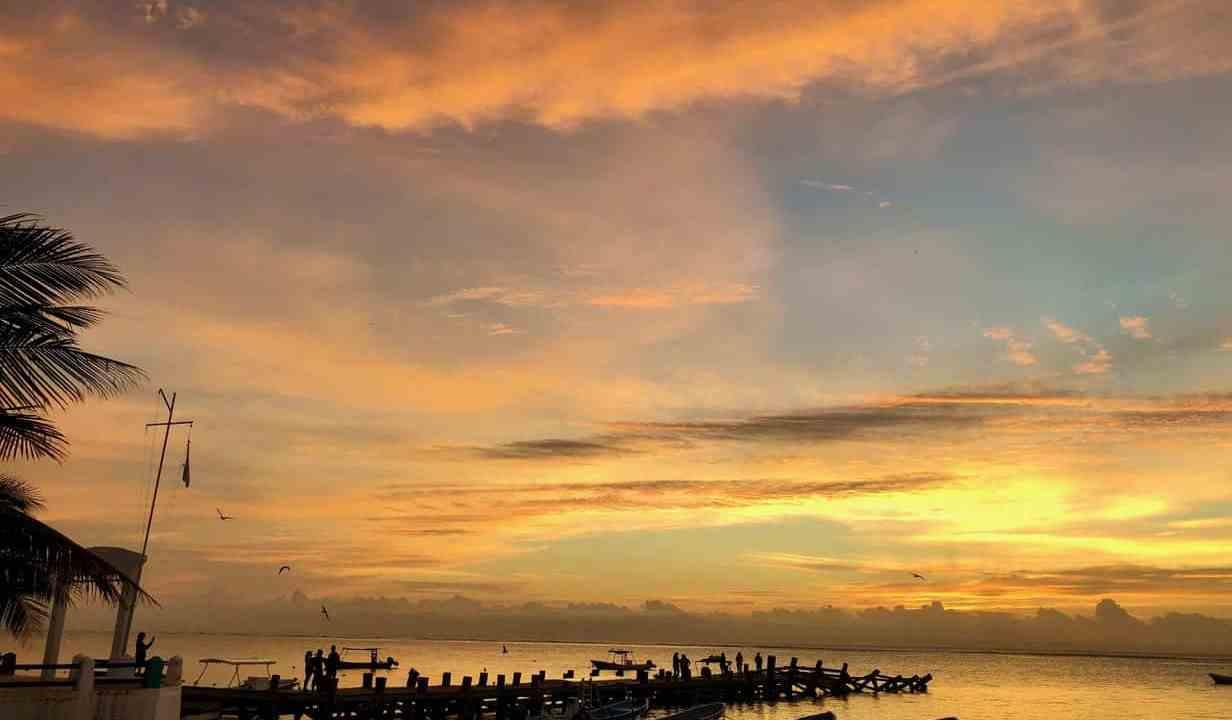 Lever de soleil à Puerto Morelos au Mexique