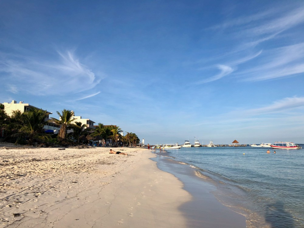 La plage de Puerto Morelos en fin de journée, Mexique