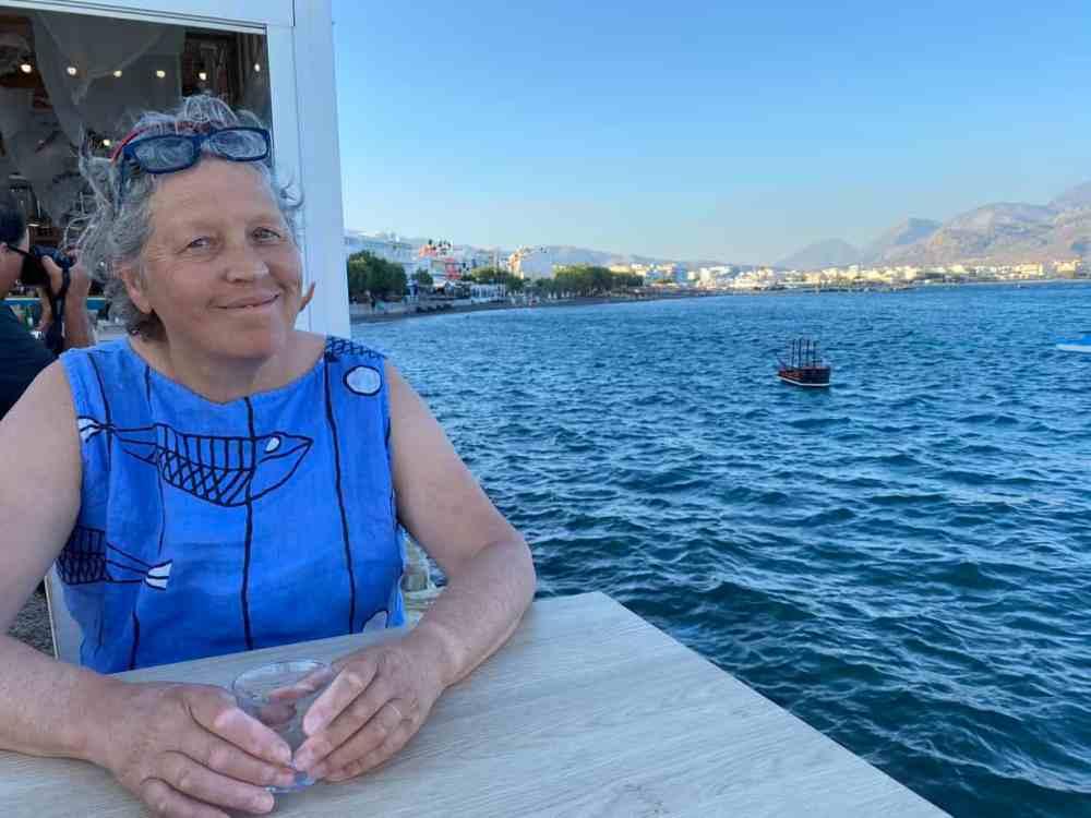 Anne Pélouas en voyage en Grèce Lerapetra