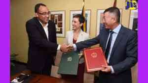 Foreign Minister Hails Signing of Agreement to Build Children's Hospital