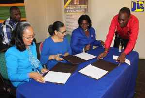 Labour Ministry Signs MOU with Community College