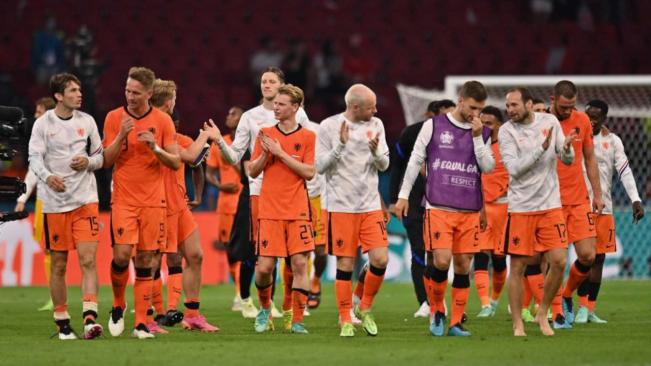 The Netherlands beat Austria 2-0 to make last 16