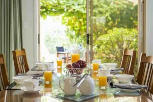 Bellevue-Breakfast-Table