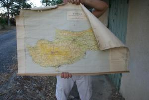 Χάρτης της Κύπρου από το 1975 (η διαχωριστική γραμμή από τον πόλεμο του 1974 δεν υπάρχει)