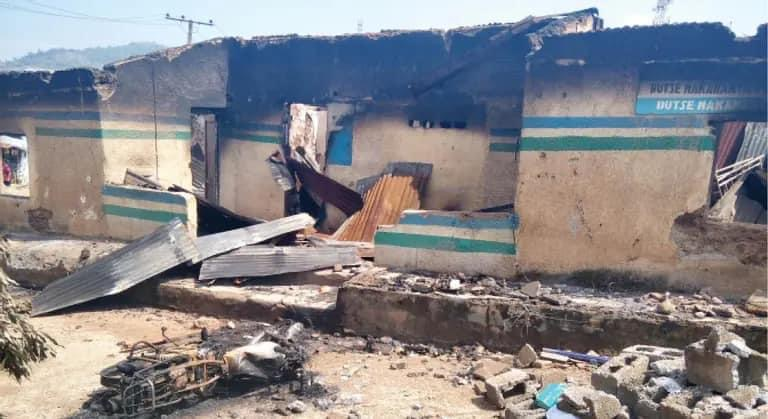 BREAKING: Hoodlums Attack Police Station In Aba, Kill Two Officers