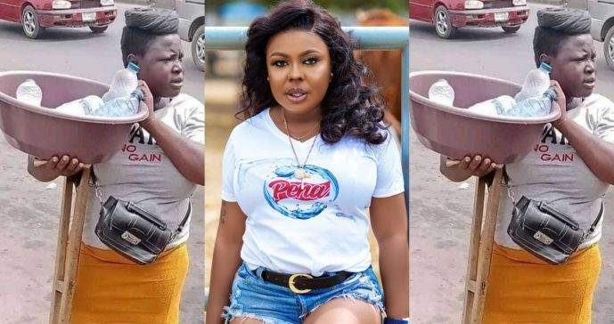 Kindhearted Afia Schwar hints at offering help to a disabled traffic hawker – Screenshot