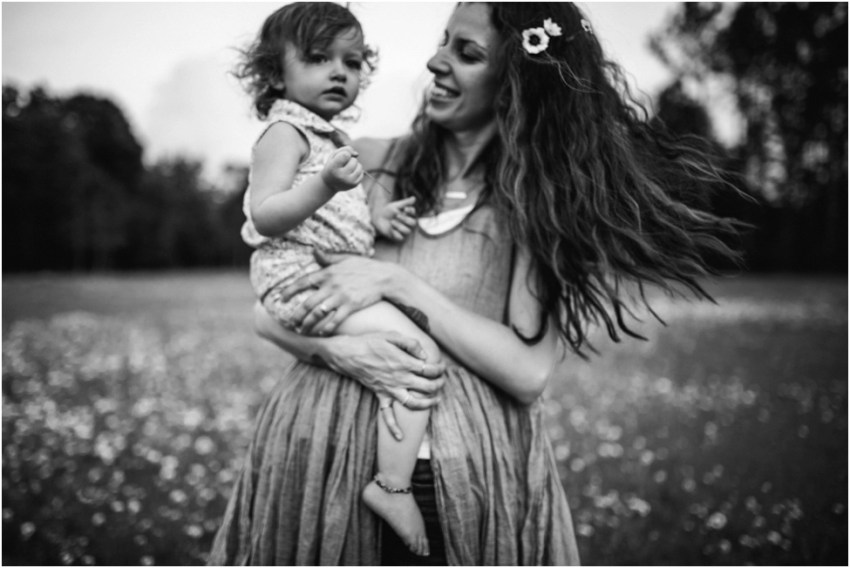 photo of mom and little daughter in the field | jacksonville children photographer
