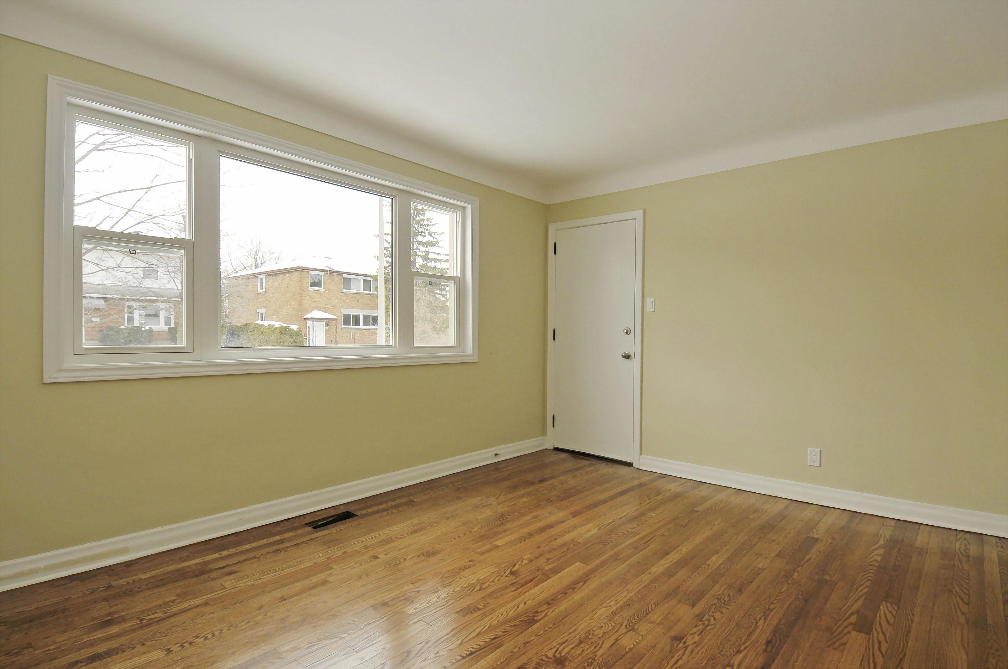 2-1127 Richard Avenue second floor living room