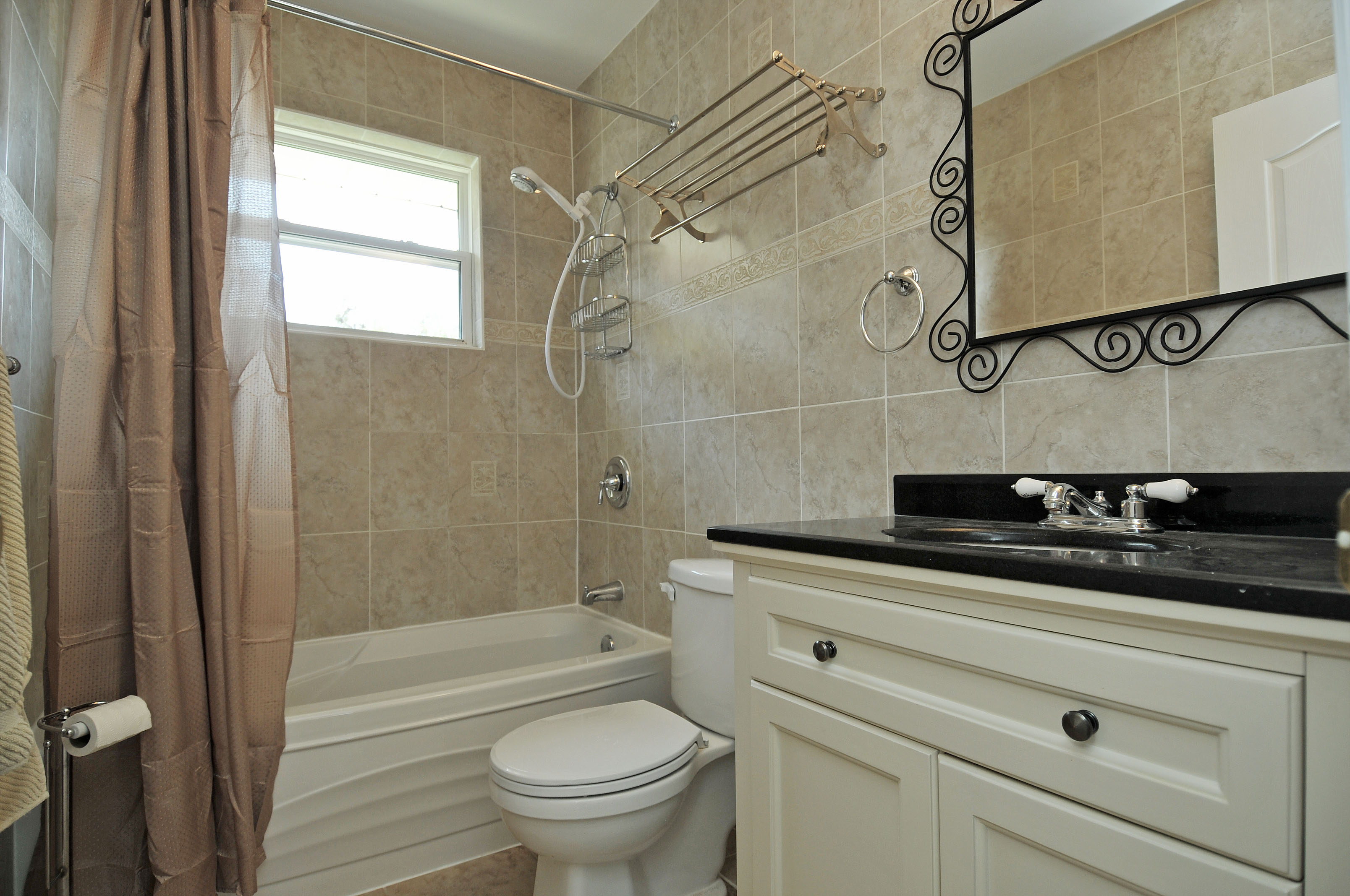 belling bridge bungalow full bathroom
