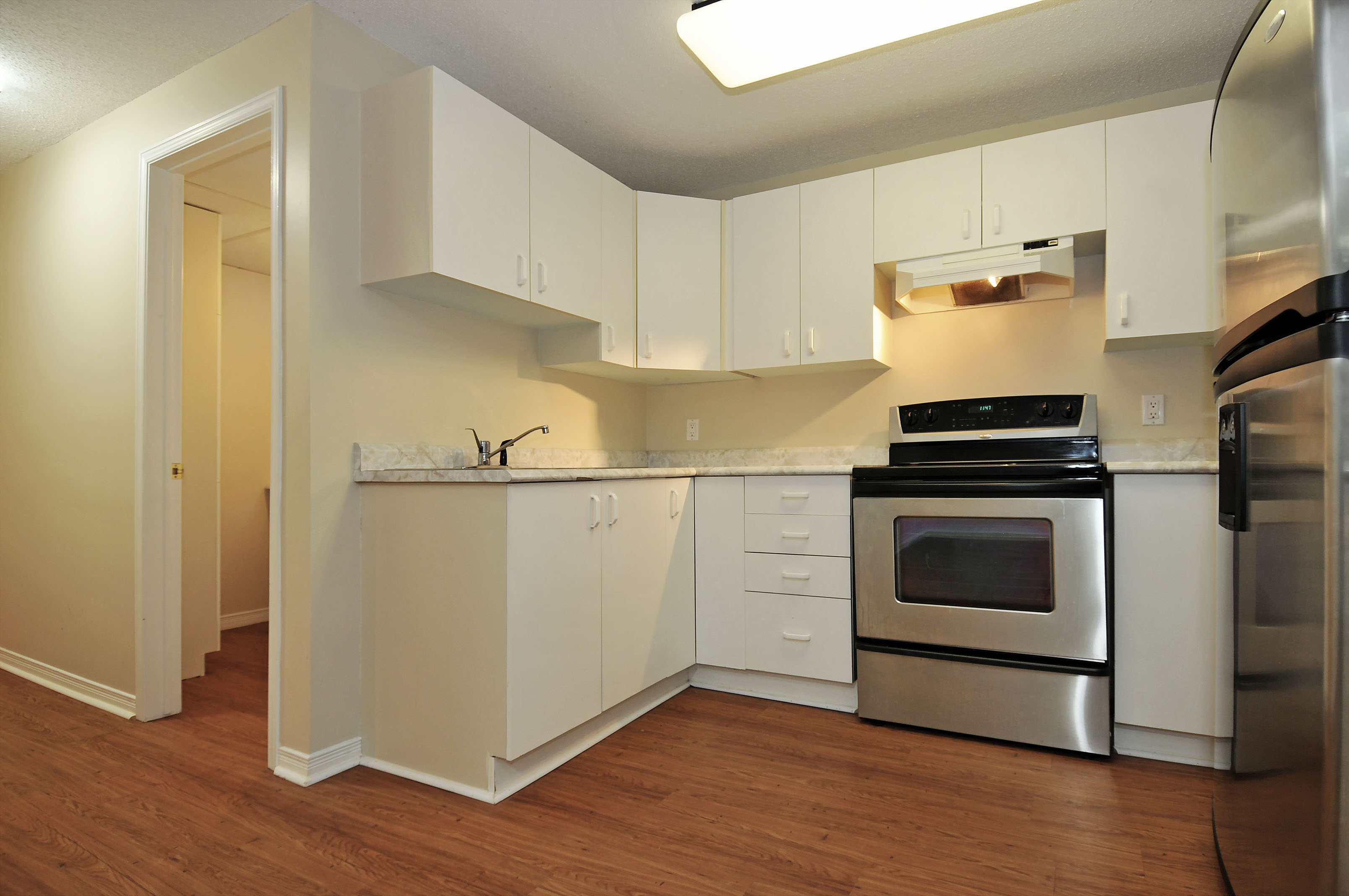 2-1503 Gilles Street kitchen