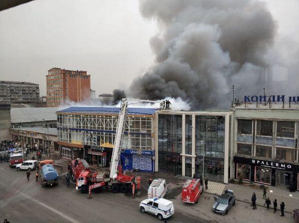 В Махачкале горит крыша торгового центра «Пассаж ...