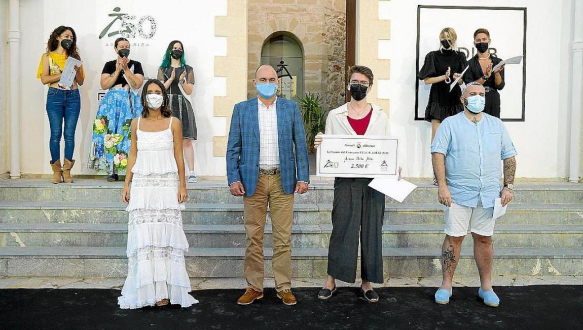 Arnau Jorba, Maria Fajarnés, Vicent Torres & Rafael Berenguer with Mallorcan finalists in the background.