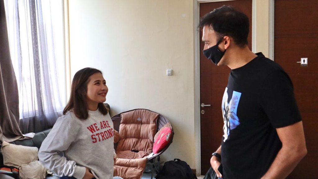 Produser Film Indonesia Manoj Punjabi, Dengan Semangat Baru, Ikut Terlibat Dalam Proses Syuting Bersama Prilly Latuconsina