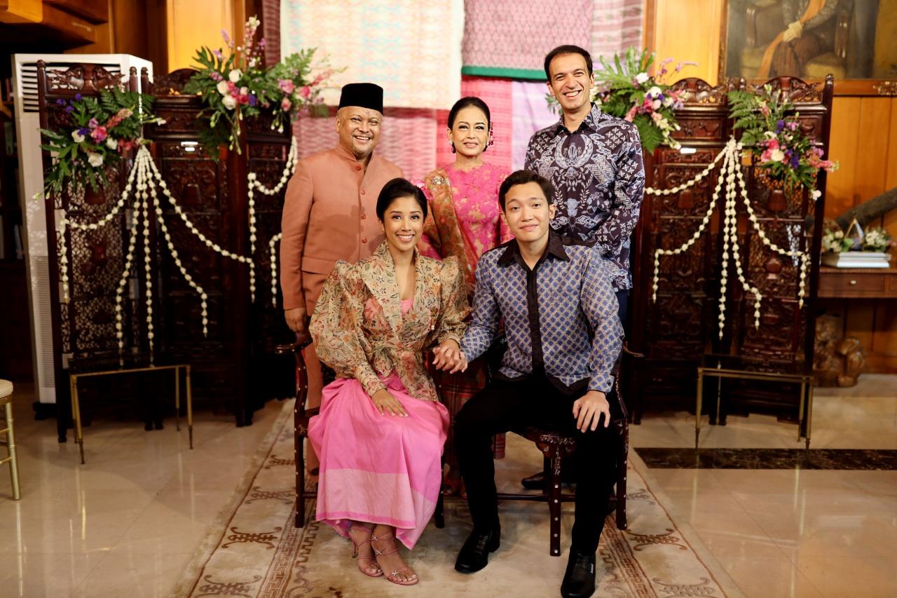 Menghadiri acara lamaran Satya & Nadia, putri dari Bapak Ilham A. Habibie dan Ibu Insana Habibie